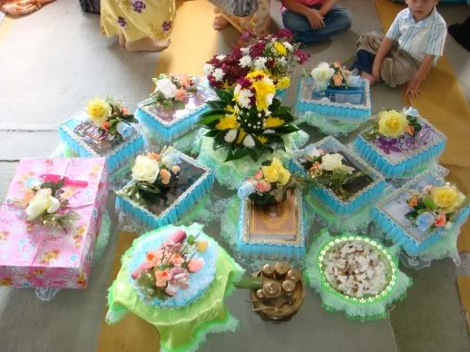 Wedding Gift Ideas Next Day Delivery : Dowry(hantaran)or Present For Wedding happy after and ever.